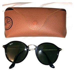 Rayban Black Round Sunglasses